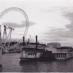 The London Eye is raised, fall 1999