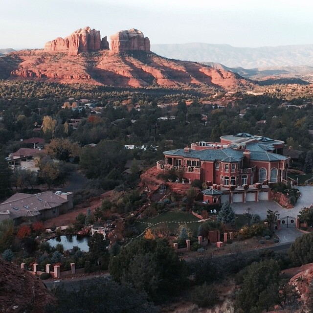 American wealth argues with nature in #Sedona. #Arizona #RoadTrip #america #architecture #ghastly