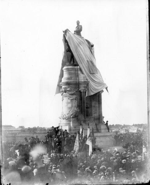 Robert E. Lee equestrian statue
